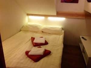 Room on board hotel boat Iris