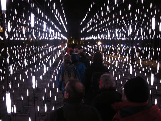 also extremely aware of sustainability. Light design is high-tech, interactive and SMART. The lighting industry is undergoing a radical LED revolution, in which countless innovations and dramatic energy savings will be realized in the years to come. Dutch companies are leading in this revolution. Amsterdam Light Festival makes these changes visible.