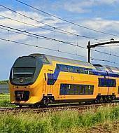 Amsterdam airport to amsterdam by train